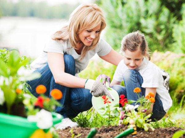 gardening_kid2